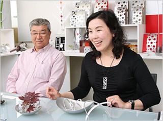父の小和田社長(左)と坂本智美さん(写真:山田 愼二、以下同)