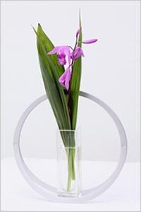花器「UTAKATA(うたかた)」と「YURAGI(ゆらぎ)」