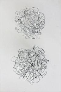 「LINE BALL(ラインボール)(左)」に花を挿す(右)