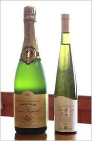 洞爺湖サミットで提供された幻のスパークリングワイン、ドメイヌ・タケダ《キュ ベ・ヨシコ》2003と、ドメイヌ・タケダ リースリング ヴァンダンジュ・タルディヴ 2005