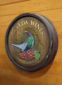 父の代に作ったタケダワイナリーのシンボルマークはキジとブドウ。自然栽培の畑にはキジも来る