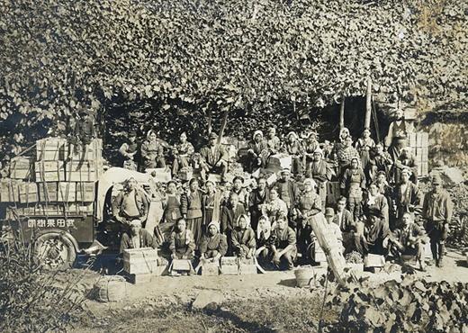 約70年前、マスカットベリーAの収穫の時の記念写真