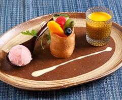 「ぴのん」の食堂「夢味亭」で出る洋食のコース。箸で食べられるのが特徴