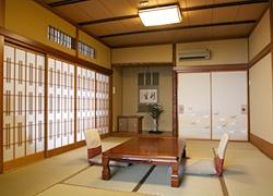 千明仁泉亭の一室と、蘆花の直筆の書