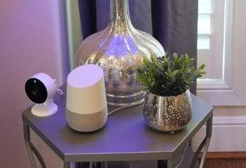 図3●Googleのスマートスピーカー「グーグルホーム」。ボイスコントロール機能で電力消費量の確認やサーモスタットの温度調整などが可能