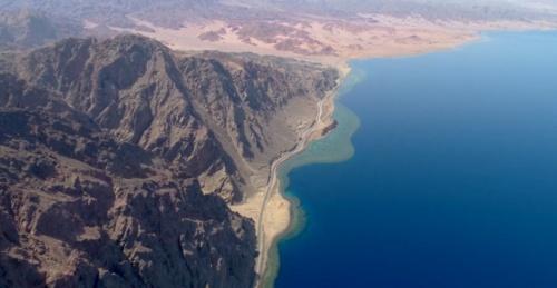 図1●スマートシティ「NEOM」の建設が予定されている紅海沿岸の様子