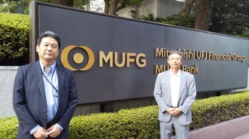 MUFG経営企画部サステナビリティ企画室の渡辺陽室長(左)と三菱UFJ銀行総務部の諸川善太副部長(右)