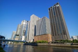 大阪・中之島の関電本店ビル(一番右)