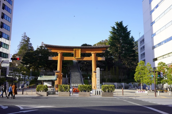 まちの中心にある宇都宮二荒山神社。神社を囲むように繁華街が広がる(写真:塩見なゆ)