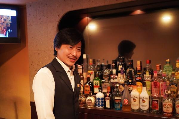 宇都宮カクテル倶楽部代表理事で、バー「HIRO:Z」のマスターの武内 博さん(写真:塩見なゆ)