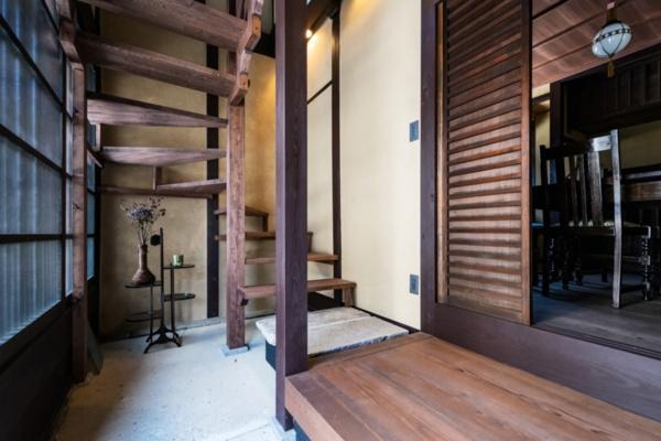 「三井寺のそばの大津町家」では土間を生かした(写真提供:八清)