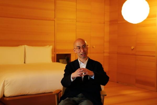 お話を伺った矢村さんは、JINSの社員として田中さんと出会っている(写真:青木 桂子)