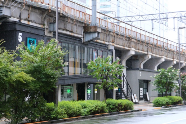 「5」のナンバー(写真の左上)がついた区画がホテルだ(写真:青木 桂子)
