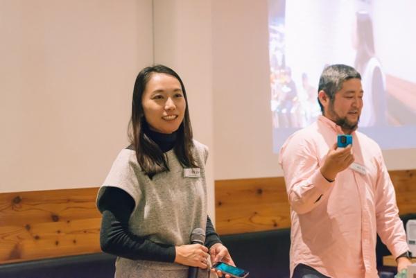 スマイルズのスタッフとともに子どもたちをサポートした岡野道子氏(左)と会田大也氏(右)(写真提供:スマイルズ)