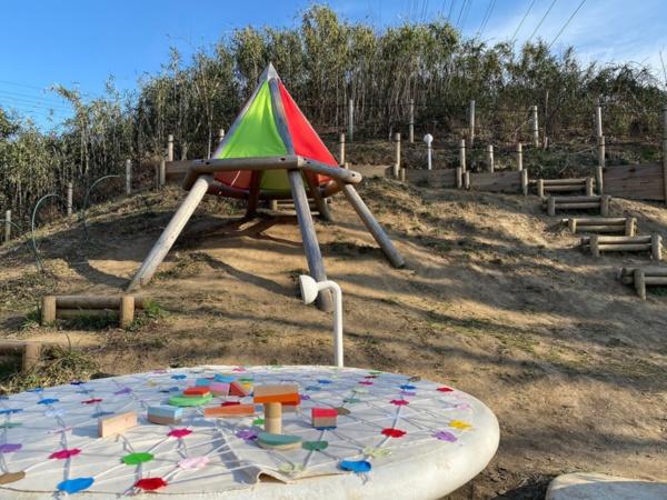 黒須田小学校の児童によってカラフルにアップデートした公園(写真提供:スマイルズ)