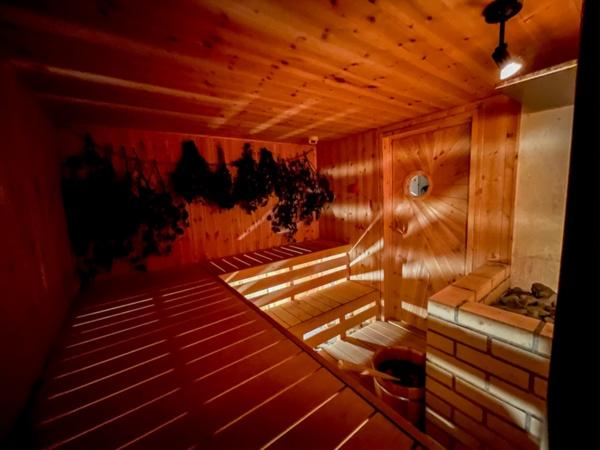 ヴィヒタの香りを感じられるIKE SAUNAゾーンのフォレストサウナ(写真:塩谷歩波)