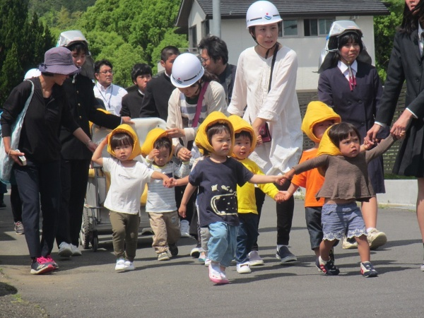 避難訓練の様子(写真:黒潮町)
