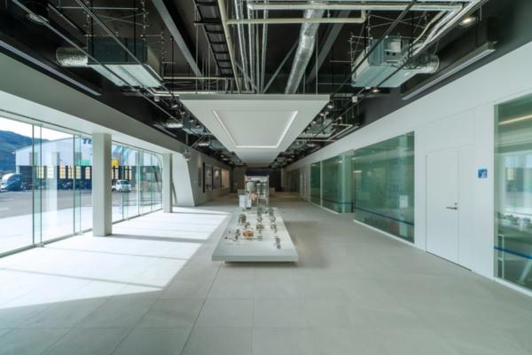1階のショールーム(写真:小林 浩志)