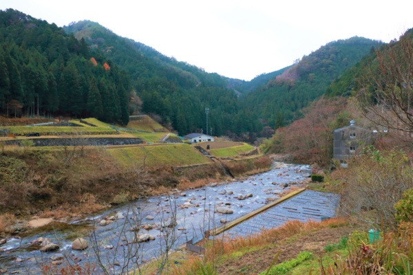 村内には矢作川の源流が流れる