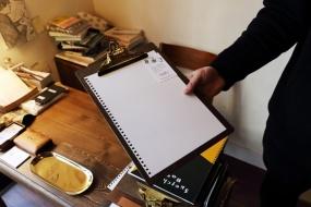 滞在する人に渡している白紙のメモ・自由帳