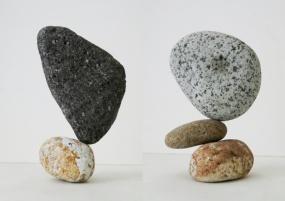 石花の作品例。絶妙な安定ポイントをつかむと、緊張感のあるバランスだったり、石が浮いて見えたりと、思いもよらぬ石の花が咲く(写真:石花とかん)。