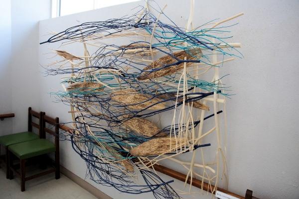 生け花・草月流の講師による竹を使った作品(写真撮影:筆者)