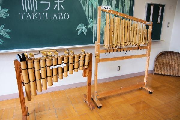 こちらは竹LABO内で製造された竹楽器の例。竹楽器のオーケストラなどで使われる。山口県は竹楽器のオーケストラが4団体(所属者は合計100人程度)あり、その規模感は全国の自治体の中でも随一という(写真撮影:筆者)