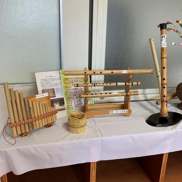 尺八や竹のパンフルートなど竹による管楽器も展示されている(写真撮影:筆者)