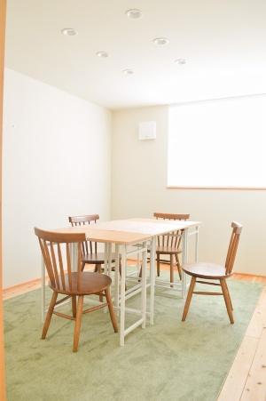 「ひらく」2階のレンタルスペースの一つ(個室)。6畳と9畳のスペースがある(写真:ひらく)