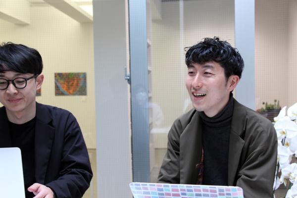 お話を聞いたヘラルボニー代表取締役副社長の松田文登さん(右)とプロジェクトマネージャーの丹野晋太郎さん(左)