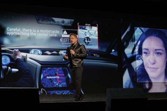 (写真1)AI Co-Pilot について説明する NVIDIA CEO のJen-Hsun Huang氏(出所:NVIDIA)