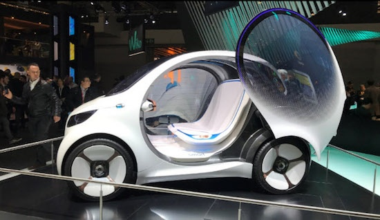 いくつもの自動車メーカーがドライバーレスの自動運転車開発を進めている