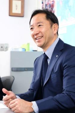 「2020年にレベル4、完全無人化での営業を目指す」と語る日の丸交通の富田社長(写真:北山宏一)