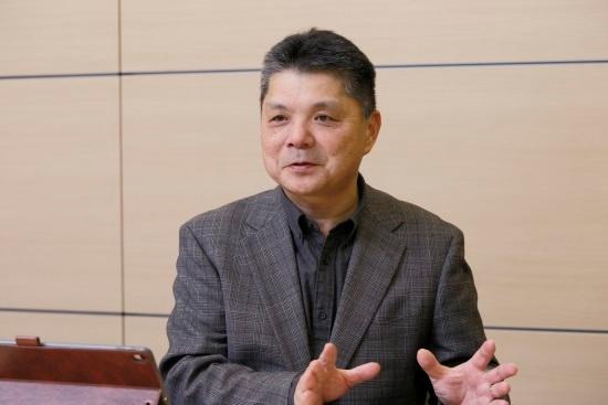 ヴァル研究所代表取締役社長の太田信夫氏。交通事業者はもともと、サービス提供に必要なデータの入手元にすぎなかったが、MaaS事業参入をきっかけに新しいサービスを共に開発していく間柄に変わる。「それが喜ばしく、実績を残したい。私たちの出番が来たと感じる」と話す(以下、人物写真の撮影は尾関裕士)