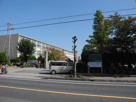(写真1)高浜市立高浜小学校。見えている校舎が1959年完成のもの。この裏手に別の校舎や体育館が建つ (写真:茂木俊輔)