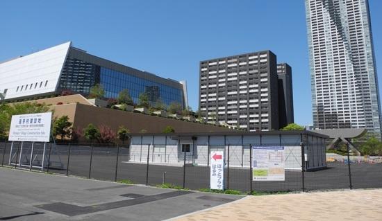 (写真2)水素ステーションの整備予定地。ここから、BRT(バス高速輸送システム)の燃料電池バス車両や選手村地区の市街地へ水素を供給する(写真:茂木俊輔)