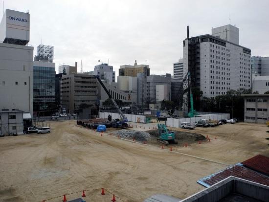 (写真1)旧大名小学校跡地。右手に立つ高層の建物は西鉄グランドホテル。天神の中心部は右手方向(写真:茂木俊輔)