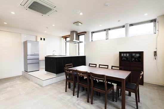 (写真3)「CAFÉ & SPACE L.D.K.」のレンタルスペースの一つ。キッチン付きのこのスペースでは料理教室やパーティーも開催できる。利用料金は、1時間当たり平日1500円、土日祝日2000円。キッチン利用には、1回当たり平日1000円、土日祝日1500円が上乗せされる(画像提供:小田急不動産)