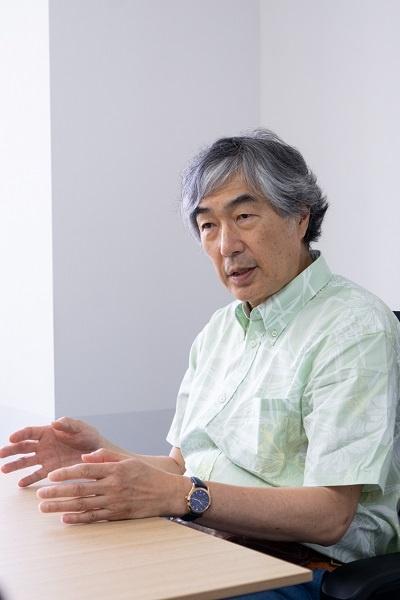 未来シェア取締役会長の中島秀之氏。東京五輪・パラリンピックの開催をきっかけにライドシェアの機運が高まることが規制緩和につながるのでは、と期待を寄せる。スーパーシティやスマートシティという枠組みの中でエリアを限って「便乗」が認められるようになる可能性も見込む(以下、人物写真の撮影は尾関裕士)