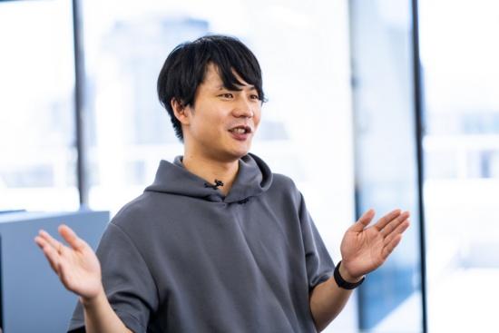 (写真1)Mellow代表取締役の森口拓也氏。プラットフォーマーとして大事にしたいのは、事業者の思いやこだわりを持続可能な仕組みで利用者に届けていくこと。それを通じて、まちにバリエーションやばらつきを持たせ、まちを豊かにしていきたいという(以下、人物写真の撮影は尾関裕士)