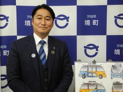 (写真1)茨城県境町の町長を務める橋本正裕氏。町職員から町議会議員4期を経て、2014年3月、無投票当選で町長に就任した。現在2期目(写真:茂木俊輔)