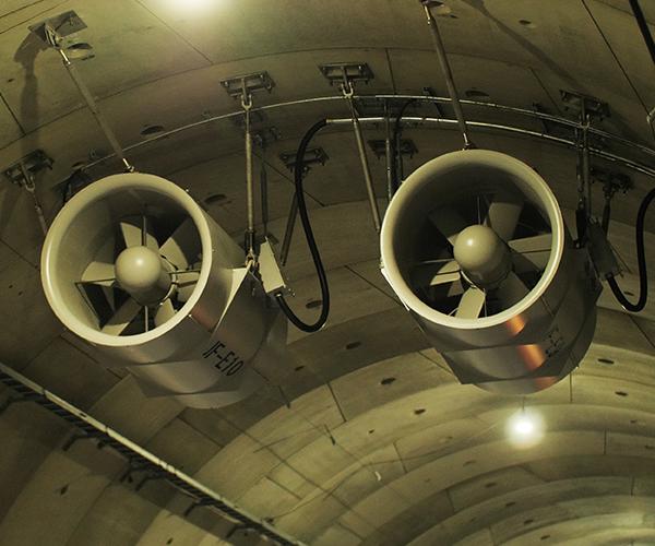 まるで旅客機のエンジンのような巨大換気扇 トンネル内の安全を守る換気システムに迫る