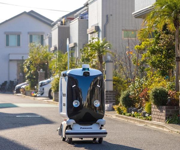 """自動配送ロボットが住宅街で薬を届ける  """"レジリエンスの高い街""""で芽吹いた未来"""