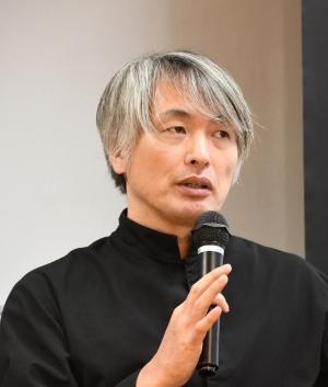 講演する「エスキス」のシェフパティシエ、成田一世氏(写真:編集部)
