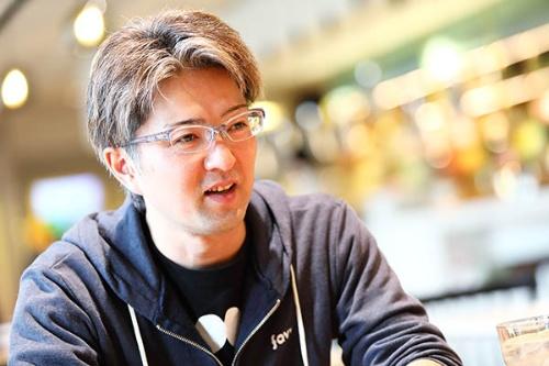 favyの取締役CFDO(Chief Food & Drink Officer)を務める米山健一郎氏。米山氏は洋食店とイタリアンの料理人として勤務した後にイタリアで飲食ビジネスを経験。帰国後は、飲食店の立ち上げや、レインズインターナショナルで「牛角」「しゃぶしゃぶ温野菜」などのメニュー開発に従事。2015年にfavyの設立に加わった(写真:北山宏一)