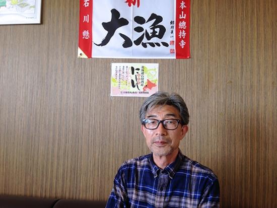 石狩湾漁業協同組合(石狩湾漁協)の和田郁夫専務理事。ニシン稚魚放流とこの地域のニシン漁拡大に主導的な役割を果たしてきた(写真:高山和良)