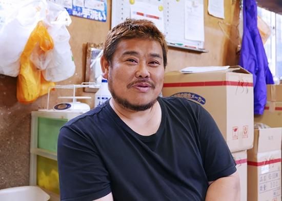 小樽市高島で漁業を営む成田学さん。代々、小樽で漁業に携わってきた。「ニシンはおれらを煽ってくる魚なんだよね」と笑う(写真:高山和良)
