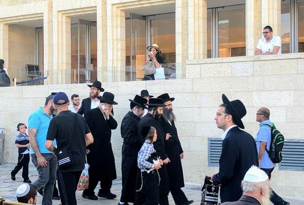 ユダヤ教超正統派の人々(撮影:松井葉月)