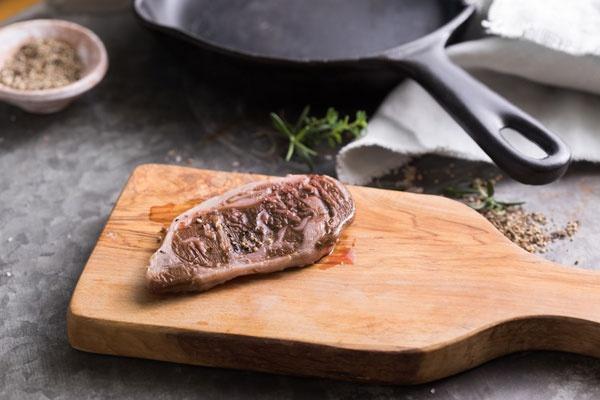Aleph Farmsによる培養肉のリブアイステーキ(写真提供:Aleph Farms)