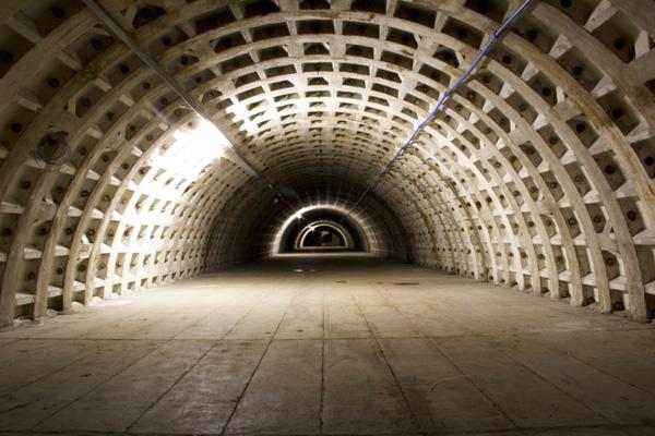 防空壕だったトンネルを利用した地下農園(Growing Underground提供)